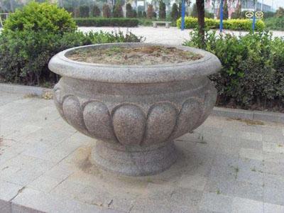 <b>石雕花盆</b>